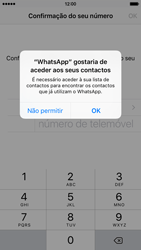 Apple iPhone 5s iOS 8 - Aplicações - Como configurar o WhatsApp -  5