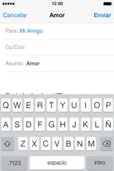 Apple iPhone 4S iOS 7 - E-mail - Escribir y enviar un correo electrónico - Paso 7