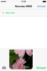 Apple iPhone 4S (iOS 8) - Contact, Appels, SMS/MMS - Envoyer un MMS - Étape 13