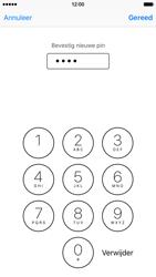 Apple iPhone 6 met iOS 9 (Model A1586) - Beveiliging en ouderlijk toezicht - Hoe wijzig ik mijn SIM PIN-code - Stap 11