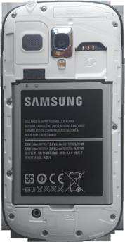 Samsung Galaxy S3 Mini - Primeros pasos - Quitar y colocar la batería - Paso 3