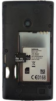 Nokia Lumia 520 - Primeros pasos - Quitar y colocar la batería - Paso 4