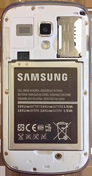 Samsung S7560 Galaxy Trend - Primeros pasos - Quitar y colocar la batería - Paso 4