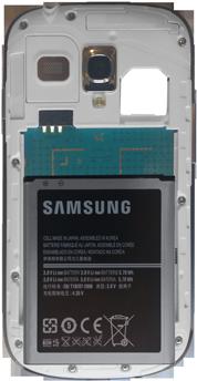 Samsung Galaxy S3 Mini - Primeros pasos - Quitar y colocar la batería - Paso 6