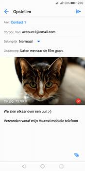 Huawei Mate 10 Pro Dual-SIM (Model BLA-L29) - E-mail - Bericht met attachment versturen - Stap 15