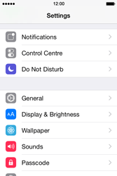 Apple iPhone 4s iOS 8 - Device maintenance - How to do a factory reset - Step 2