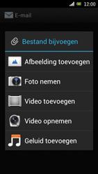 Sony Ericsson Xperia Arc met OS 4 ICS - E-mail - Hoe te versturen - Stap 12