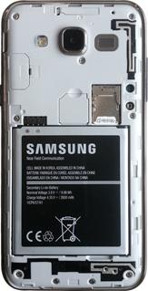 Samsung Galaxy J5 - Primeros pasos - Quitar y colocar la batería - Paso 4