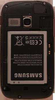 Samsung S6310 Galaxy Young - Primeros pasos - Quitar y colocar la batería - Paso 7