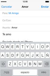 Apple iPhone 4S iOS 7 - E-mail - Escribir y enviar un correo electrónico - Paso 8